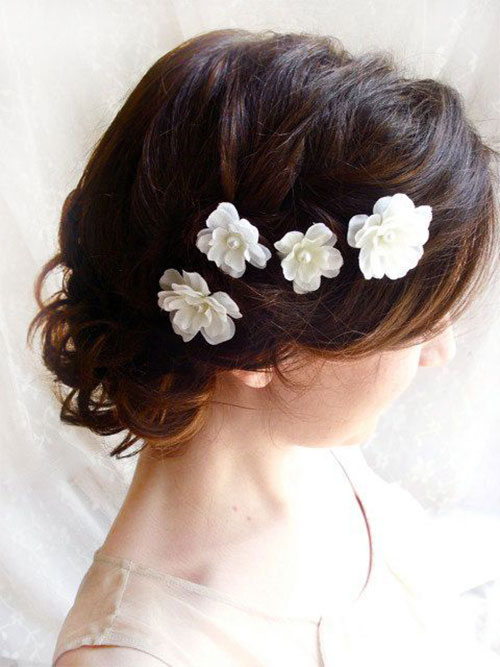 Instructions on how to make the flowers beaded hair accessory: