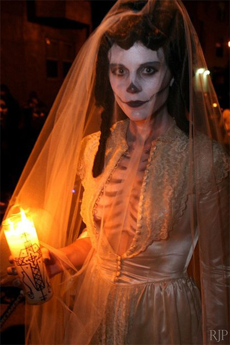 20-Scary-Creative-Halloween-Costume-Outfit-Ideas-For-Girls-Women-2014-10