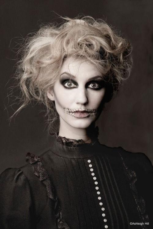 12-Halloween-Skeleton-Make-Up-Ideas-Looks-For-Girls-2014-2