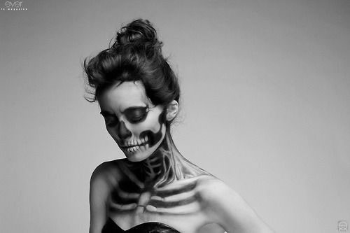 12-Halloween-Skeleton-Make-Up-Ideas-Looks-For-Girls-2014-7