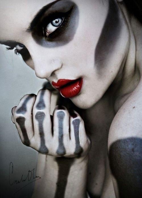 12-Halloween-Skeleton-Make-Up-Ideas-Looks-For-Girls-2014-8
