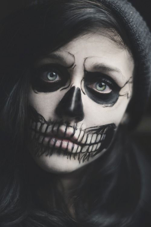12-Halloween-Skeleton-Make-Up-Ideas-Looks-For-Girls-2014-9