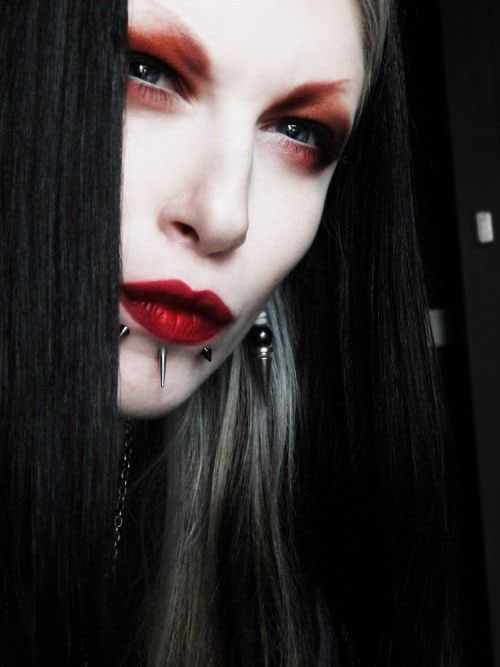 15-Inspiring-Halloween-Vampire-Make-Up-Ideas-Looks-For-Girls-2014-15