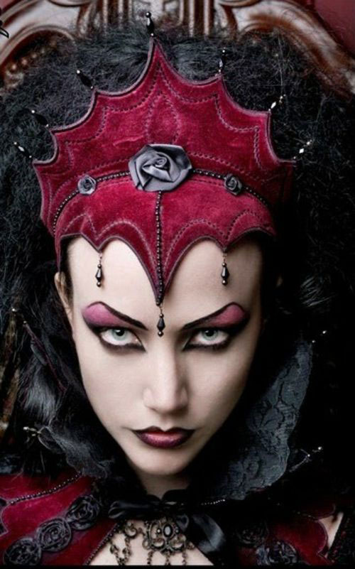 15-Inspiring-Halloween-Vampire-Make-Up-Ideas-Looks-For-Girls-2014-6