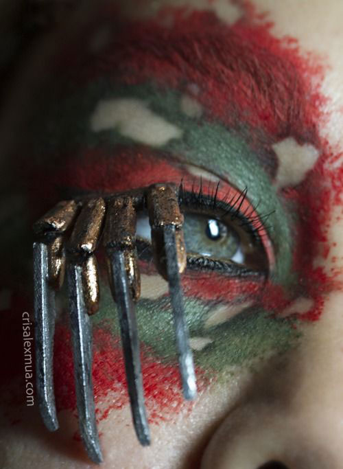 15-Scary-Halloween-Zombie-Eye-Make-Up-Looks-Ideas-For-Girls-2014-11