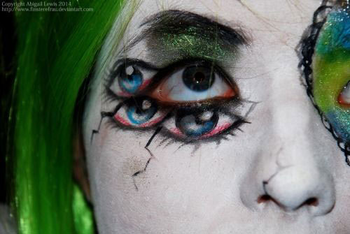 15-Scary-Halloween-Zombie-Eye-Make-Up-Looks-Ideas-For-Girls-2014-13