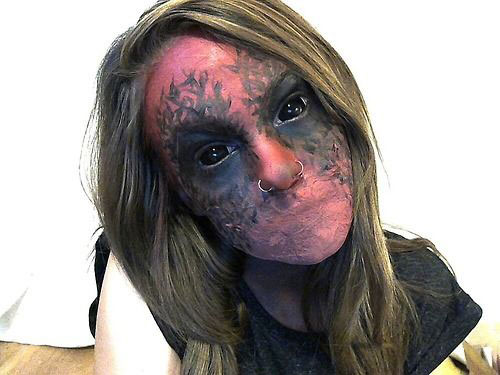 15-Scary-Halloween-Zombie-Eye-Make-Up-Looks-Ideas-For-Girls-2014-4