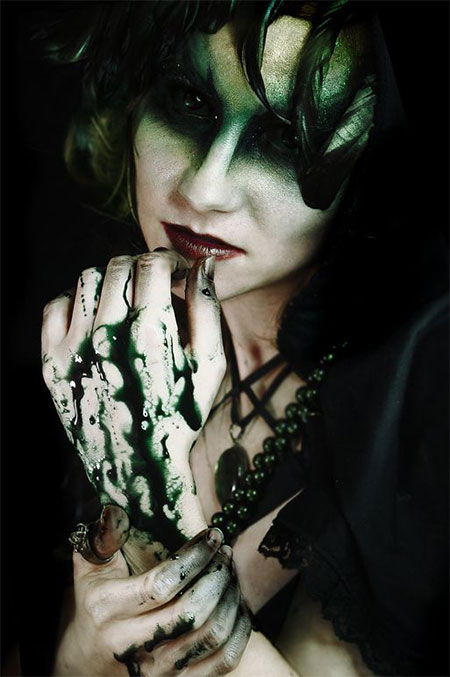 15-Halloween-Witch-Make-Up-Ideas-Styles-For-Girls-2015-13