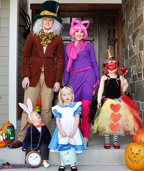 20+ Cute & Funny Family Themed Halloween Costume Ideas ...