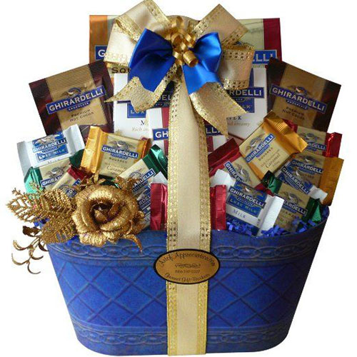 15-Best-Christmas-Gift-Basket-Ideas-For-Kids-Girls-2015-6