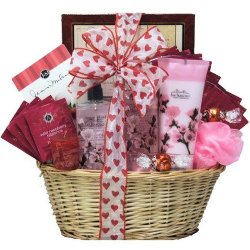 15 valentine s day gift basket ideas for husbands or wife for Valentine day gift ideas for wife