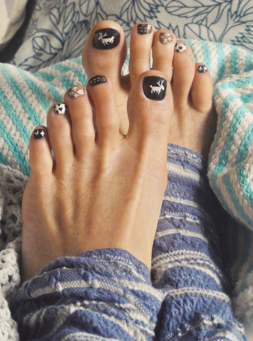 Easy-Cute-Winter-Toe-Nail-Art-Designs-Ideas-2016-5