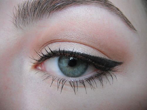 12-Easy-Simple-Eyeliner-Looks-Styles-2016-7