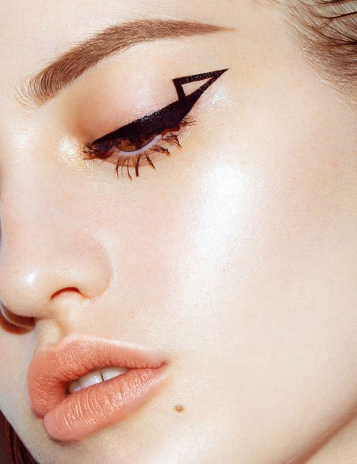 "10 Makeup Tips to Make a ""Graphic Eye"""