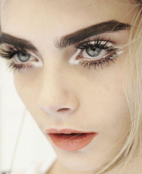 12-Inspiring-White-Eyeliner-Looks-Ideas-2016-7