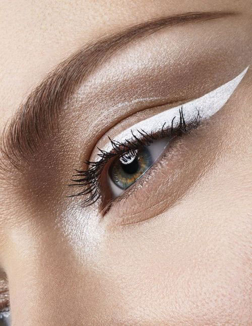 12-Inspiring-White-Eyeliner-Looks-Ideas-2016-8