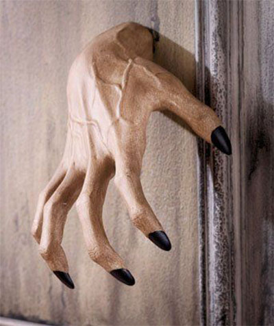 12-scary-halloween-indoor-decoration-prop-ideas-2016-6