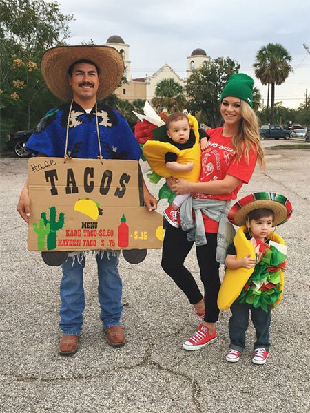 15-Unique-Family-Halloween-Costume-Ideas-2017-14