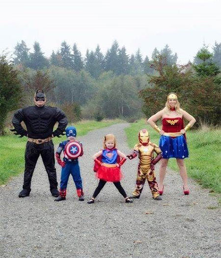 15-Unique-Family-Halloween-Costume-Ideas-2017-3