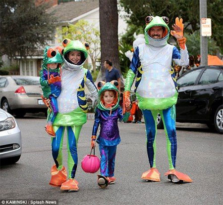 15-Unique-Family-Halloween-Costume-Ideas-2017-4 & 15+ Unique Family Halloween Costume Ideas 2017 | Modern Fashion Blog