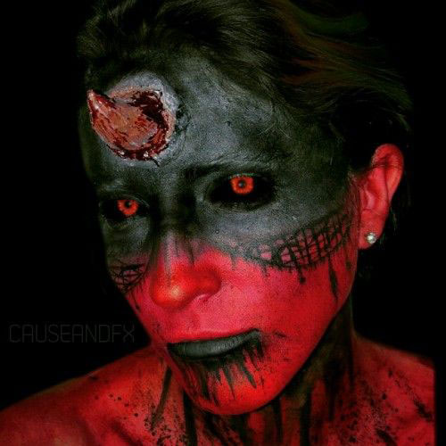 12-Spooky-Halloween-Devil-Makeup-Ideas-For-Girls-Women-2017-11