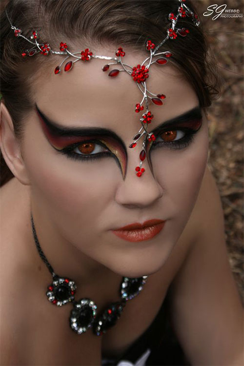 12-Spooky-Halloween-Devil-Makeup-Ideas-For-Girls-Women-2017-7