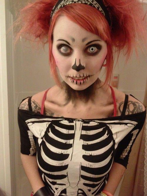 15-Creepy-Halloween-Skull-Make-Up-Looks-For-Girls-Women-2017-3