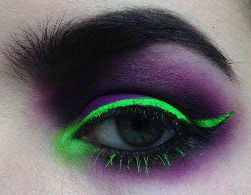 20-Halloween-Eye-Makeup-Ideas-Looks-For-Girls-Women-2017-15
