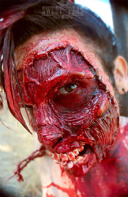 25-Scary-Halloween-Make-Up-Looks-For-Girls-Women-2017-20