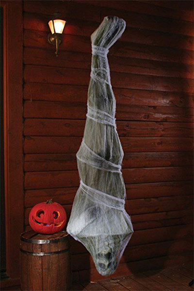 15-Scary-Cheap-Halloween-Outdoor-Decoration-Ideas-2017-13