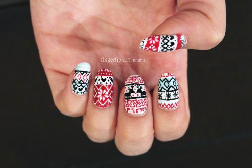 18-Ugly-Christmas-Sweater-Nail-Art-Designs-Ideas-2017-Xmas-Nails-17