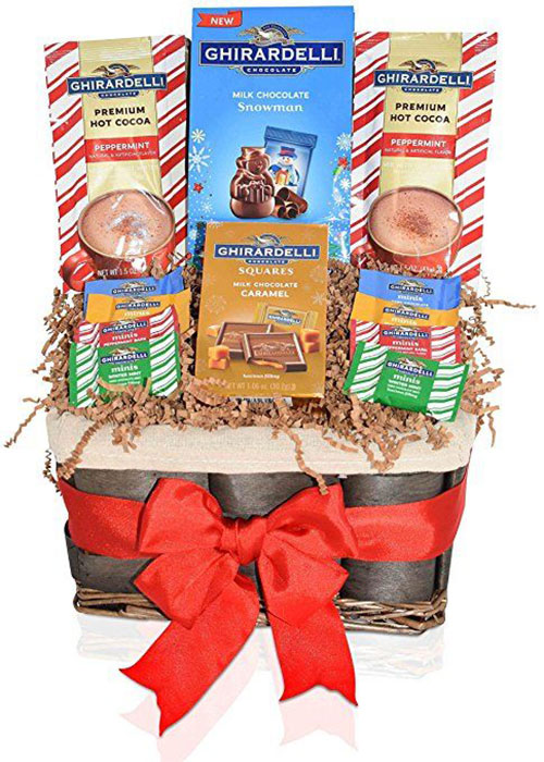 15-Christmas-Themed-Gift-Basket-Ideas-2017-3
