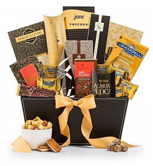 15-Christmas-Themed-Gift-Basket-Ideas-2017-4