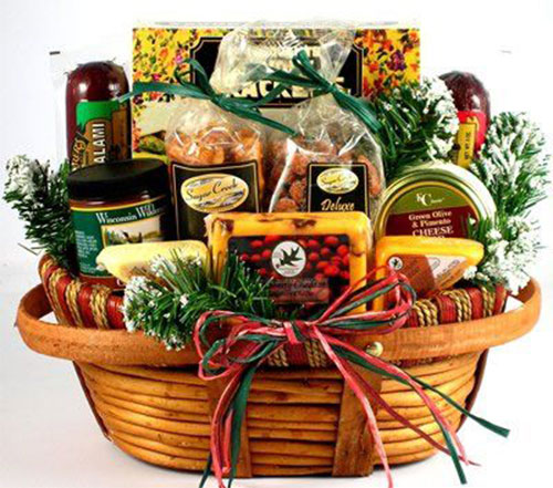 15-Christmas-Themed-Gift-Basket-Ideas-2017-6