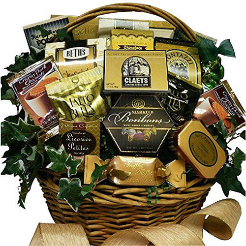 15-Christmas-Themed-Gift-Basket-Ideas-2017-7