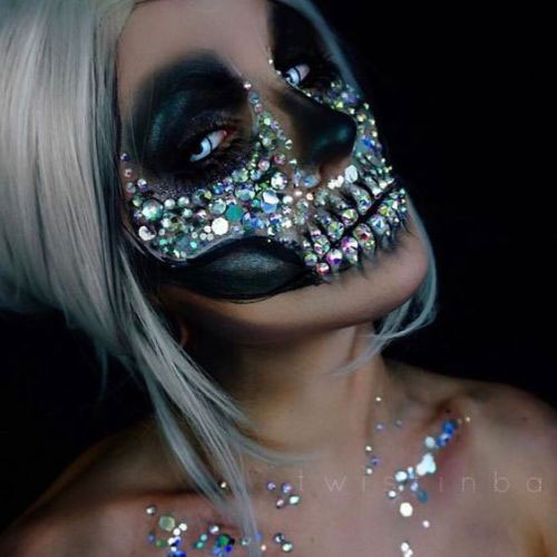 15-Creepy-Halloween-Skull-Make-Up-Looks-For-Girls-Women-2018-16