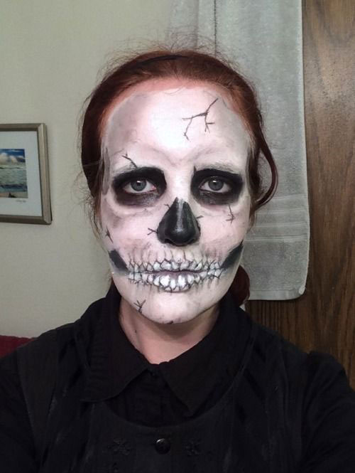 15-Creepy-Halloween-Skull-Make-Up-Looks-For-Girls-Women-2018-4