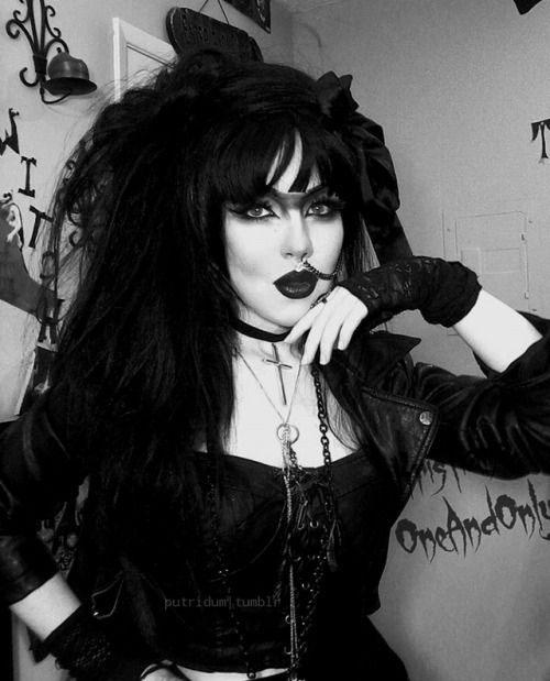 15-Halloween-Goth-Makeup-Ideas-For-Girls-Women-2018-6