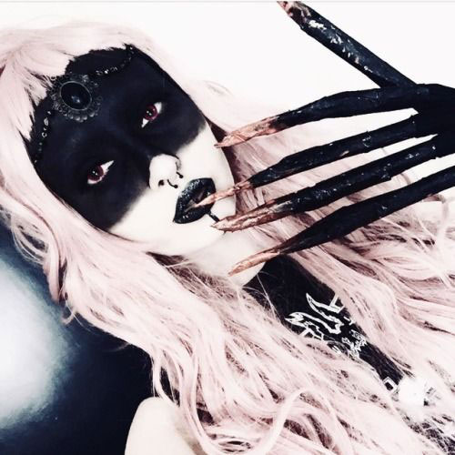 15-Witch-Halloween-Make-Up-Looks-For-Girls-Women-2018-8