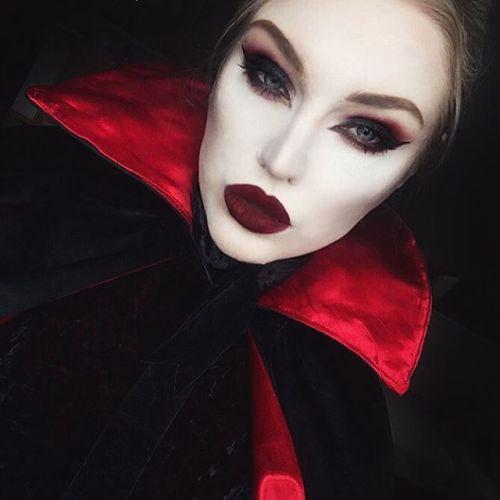 18-Halloween-Vampire-Makeup-Ideas-For-Girls-Women-2018-4