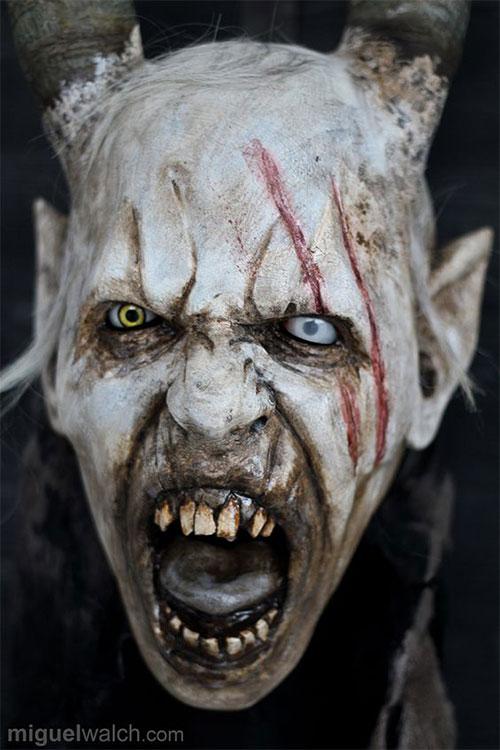 20-Scary-Halloween-MakeUp-Looks-For-Girls-Women-2018-19