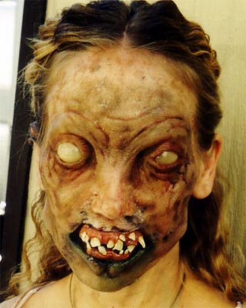 20-Scary-Halloween-MakeUp-Looks-For-Girls-Women-2018-20