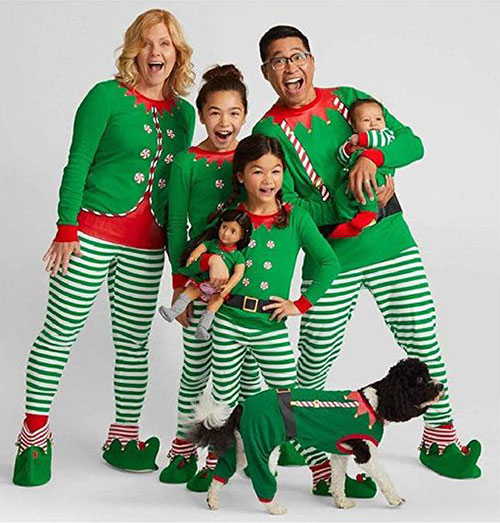15-Best-Family-Christmas-Outfits-2018-Holiday-Costumes-3