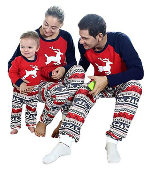 15-Best-Family-Christmas-Outfits-2018-Holiday-Costumes-5