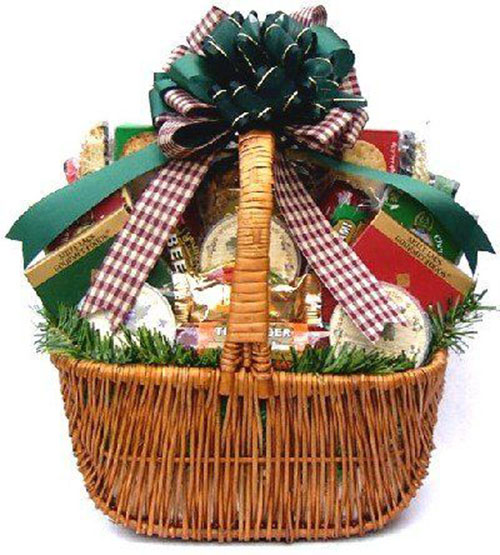 15-Christmas-Themed-Gift-Basket-Ideas-2018-1