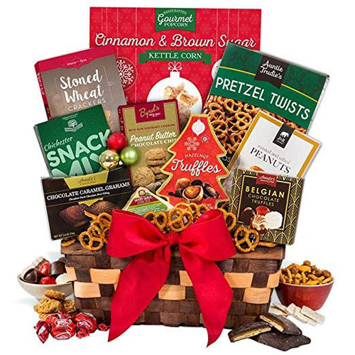 15-Christmas-Themed-Gift-Basket-Ideas-2018-13