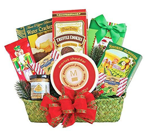 15-Christmas-Themed-Gift-Basket-Ideas-2018-3