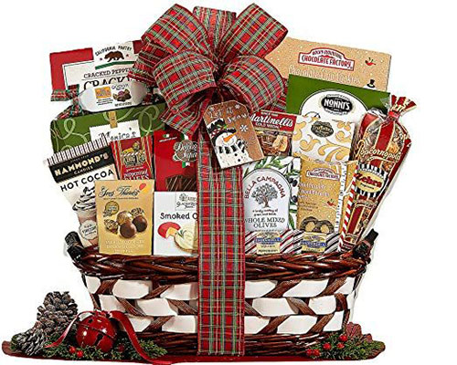 15-Christmas-Themed-Gift-Basket-Ideas-2018-6