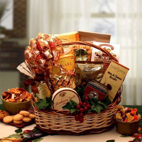 15-Christmas-Themed-Gift-Basket-Ideas-2018-7
