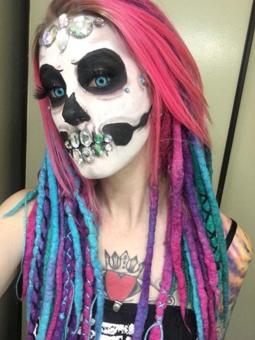 18-Halloween-Skull-Makeup-Looks-For-Girls-Women-2019-16